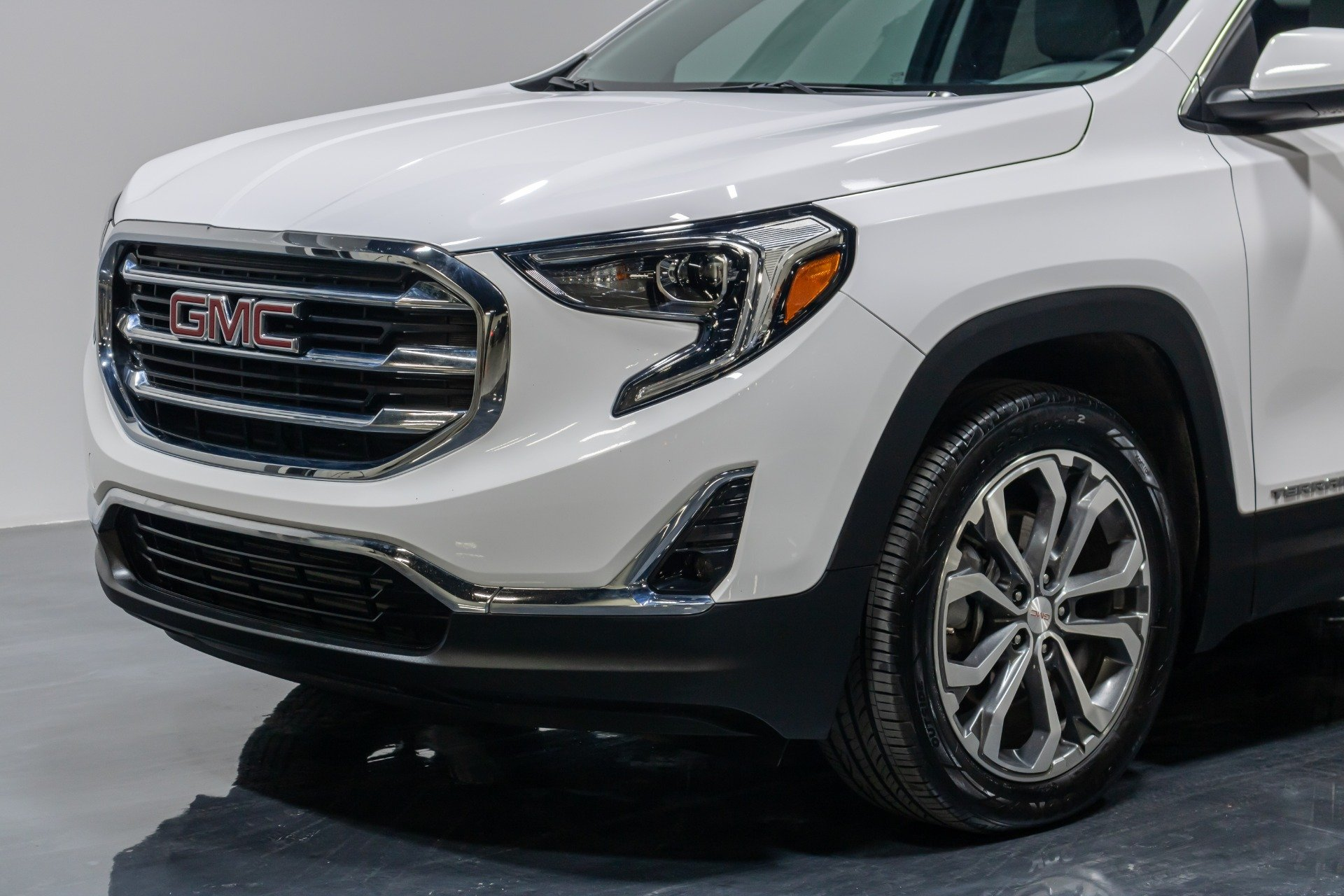 Used 2019 GMC Terrain SLT Sport Utility 4D for sale Sold at Perfect Auto Collection in Akron OH 44310 3