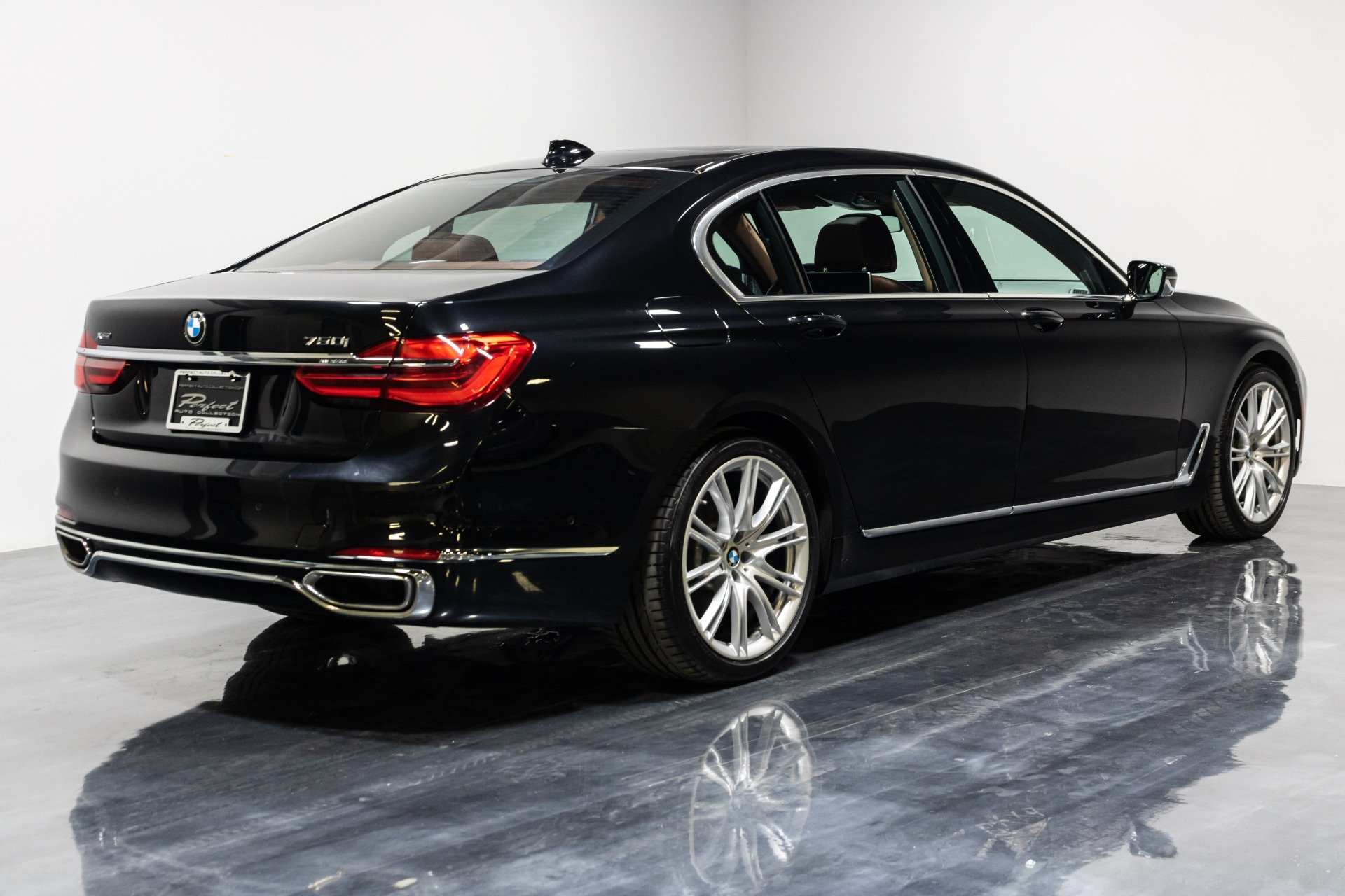 Used 2016 BMW 7 Series 750i xDrive Individual for sale Sold at Perfect Auto Collection in Akron OH 44310 4