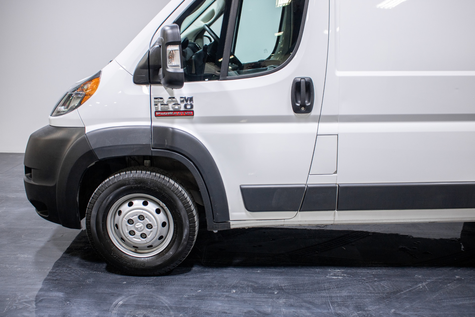 Used 2018 Ram ProMaster Cargo Van 1500 High Roof Van 3D for sale Sold at Perfect Auto Collection in Akron OH 44310 4