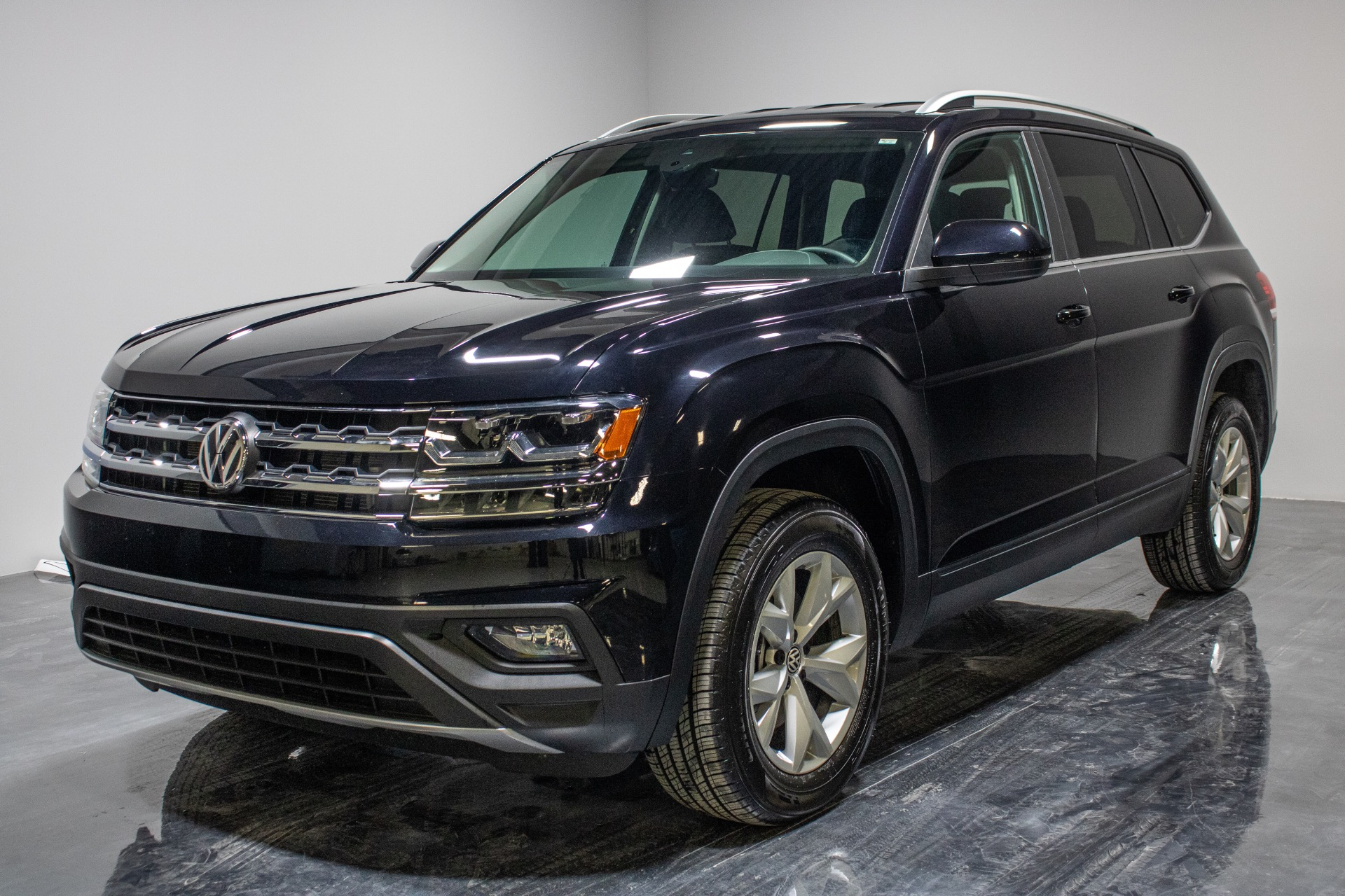 Used 2019 Volkswagen Atlas SE 4Motion w/Tech Pkg Sport Utility 4D for sale Sold at Perfect Auto Collection in Akron OH 44310 1