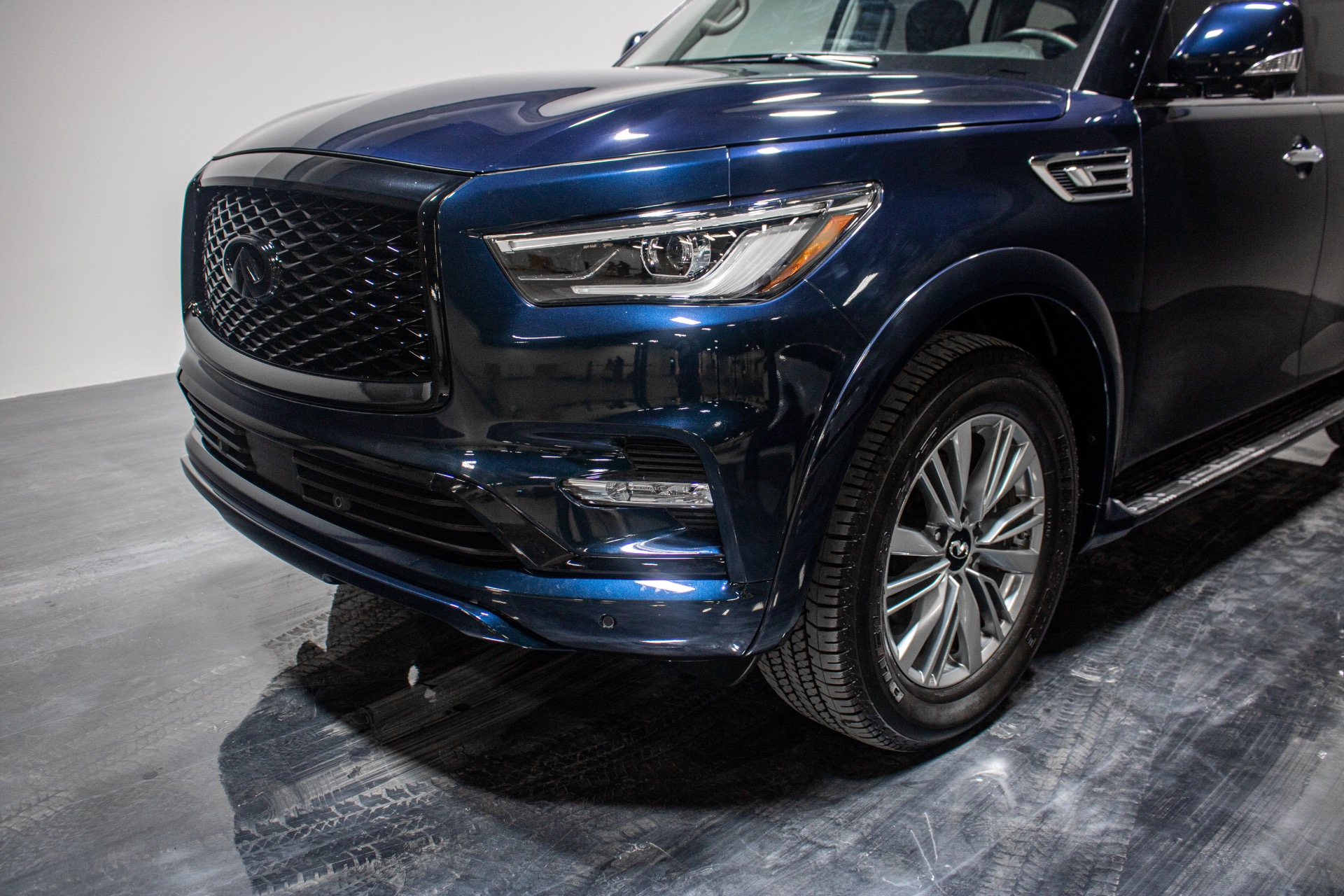 Used 2019 INFINITI QX80 Luxe AWD Sport Utility 4D for sale Sold at Perfect Auto Collection in Akron OH 44310 3