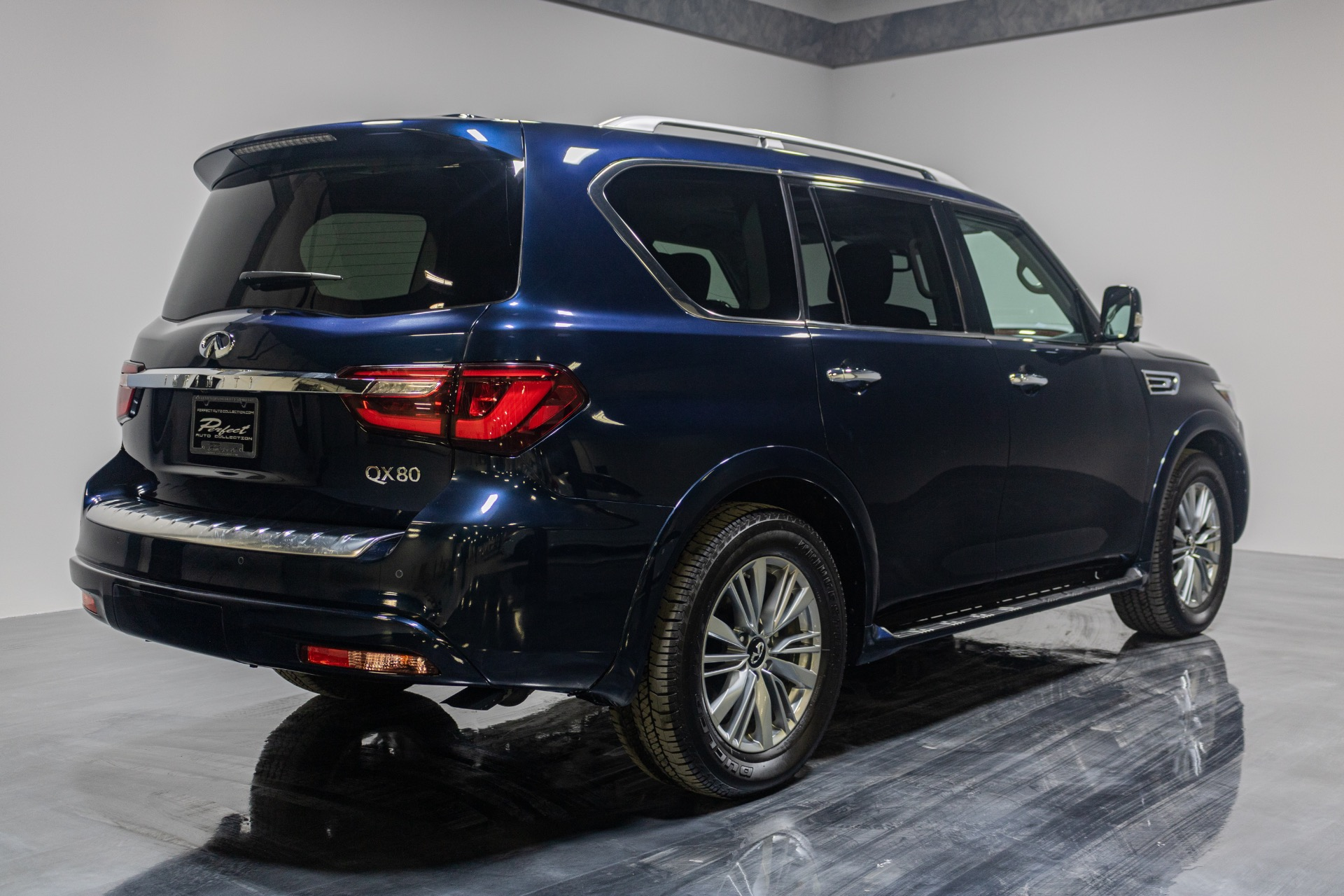 Used 2019 INFINITI QX80 Luxe AWD Sport Utility 4D for sale Sold at Perfect Auto Collection in Akron OH 44310 4