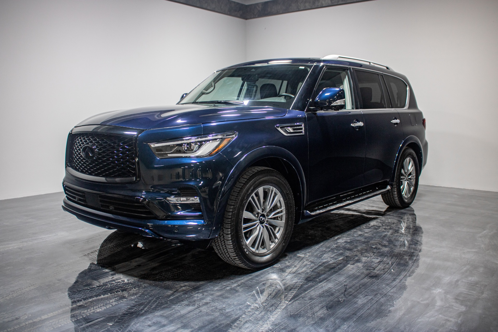 Used 2019 INFINITI QX80 Luxe AWD Sport Utility 4D for sale Sold at Perfect Auto Collection in Akron OH 44310 1