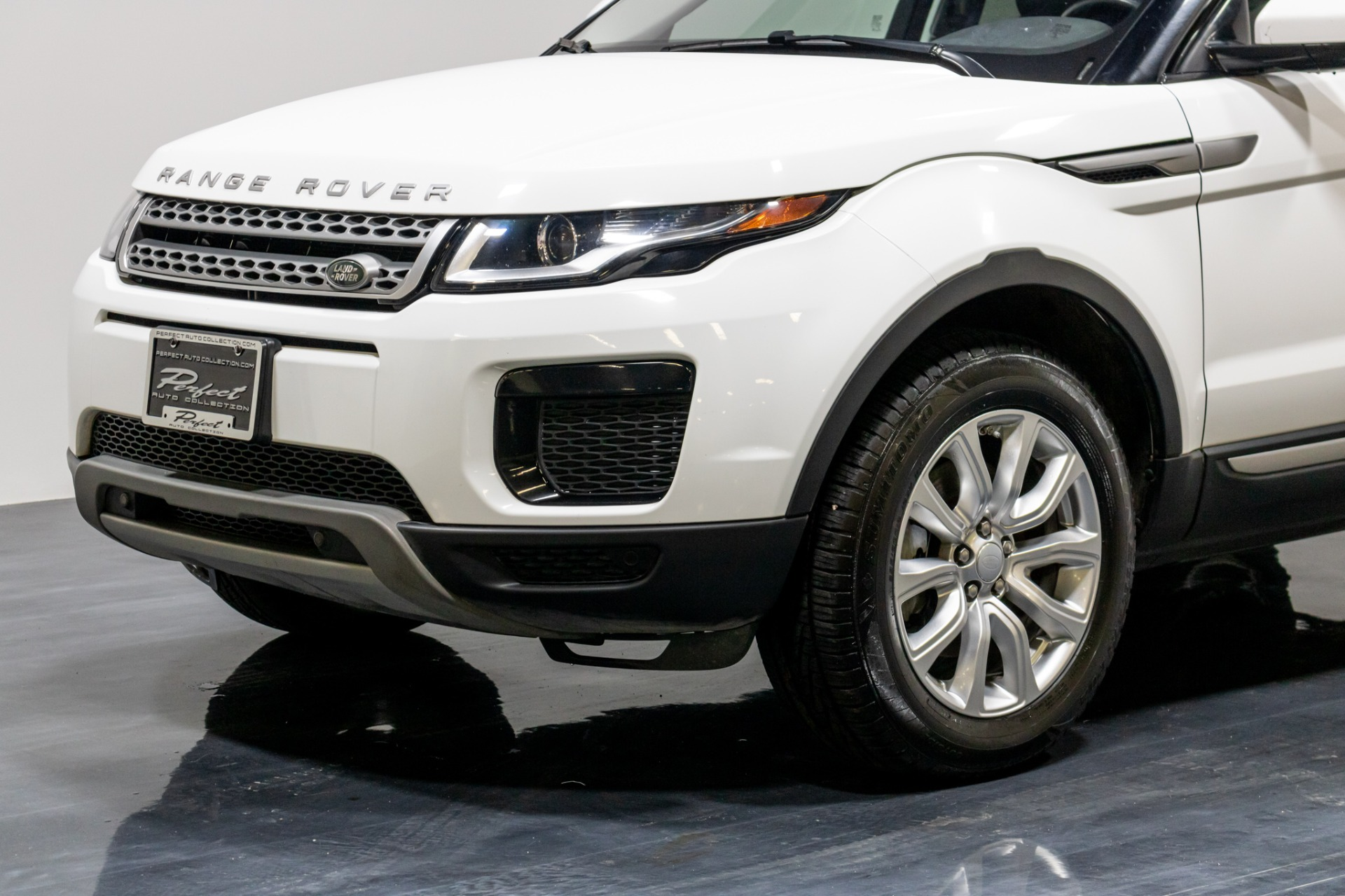Used 2018 Land Rover Range Rover Evoque SE Sport Utility 4D for sale Sold at Perfect Auto Collection in Akron OH 44310 3