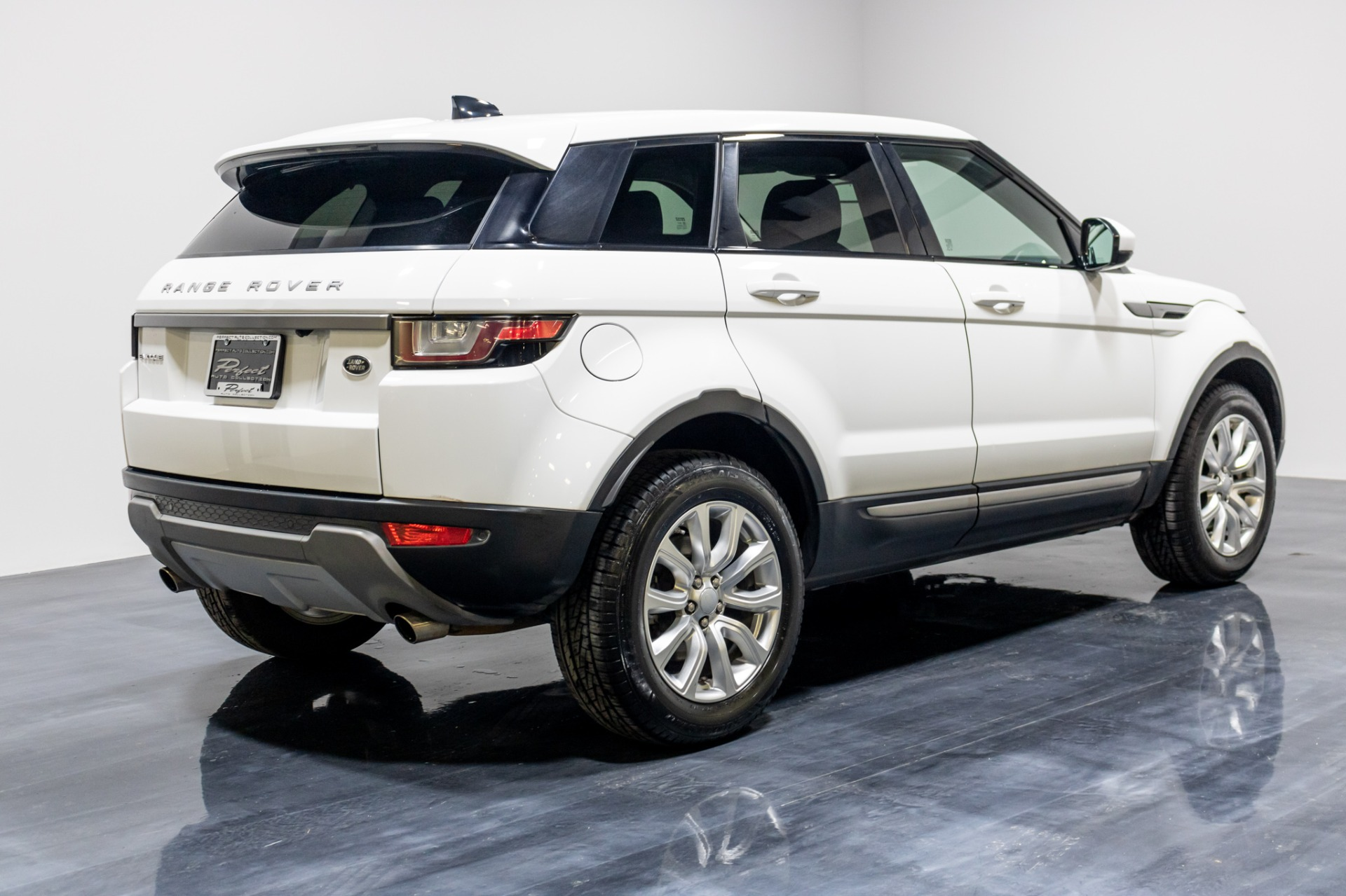 Used 2018 Land Rover Range Rover Evoque SE Sport Utility 4D for sale Sold at Perfect Auto Collection in Akron OH 44310 4
