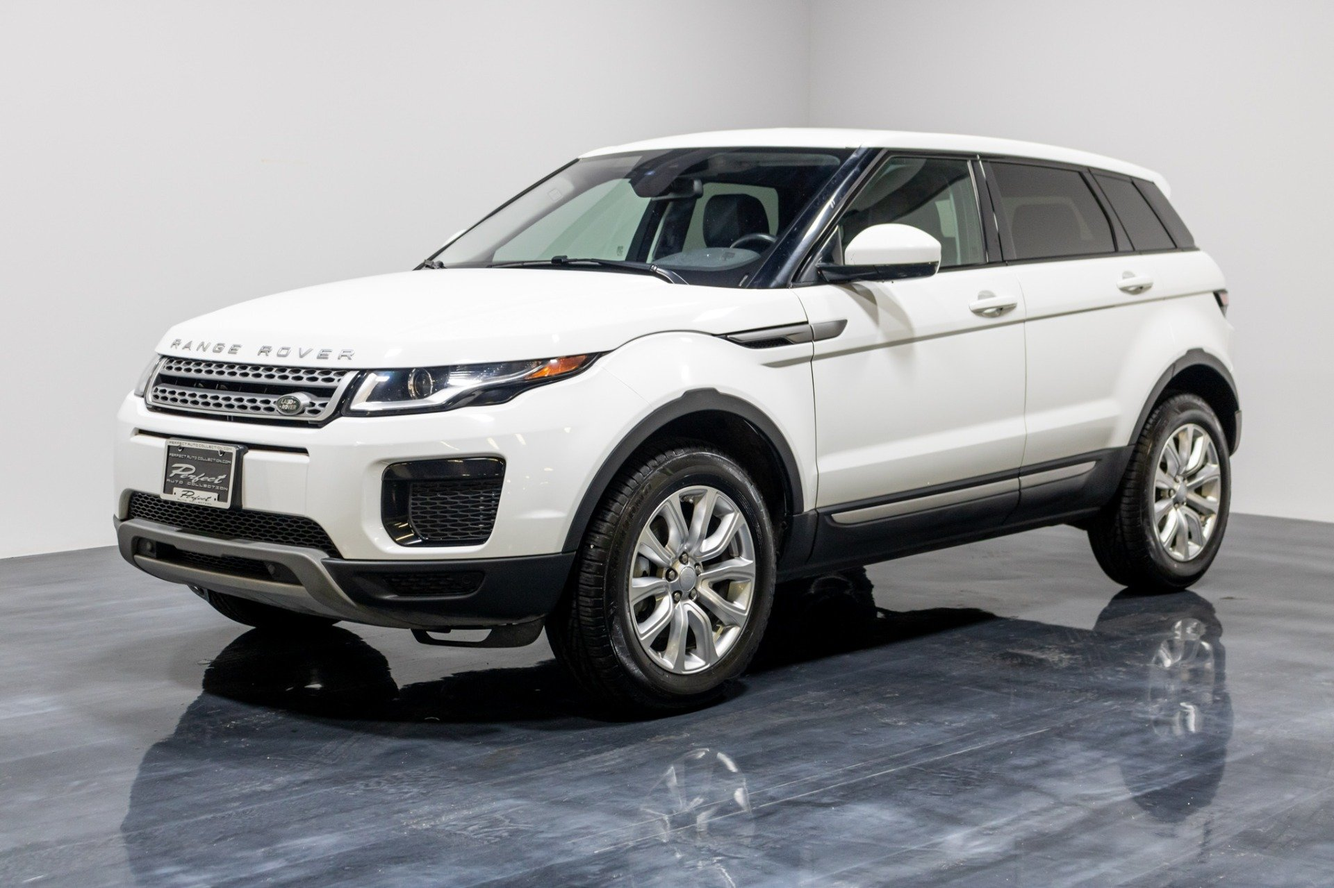Used 2018 Land Rover Range Rover Evoque SE Sport Utility 4D for sale Sold at Perfect Auto Collection in Akron OH 44310 1