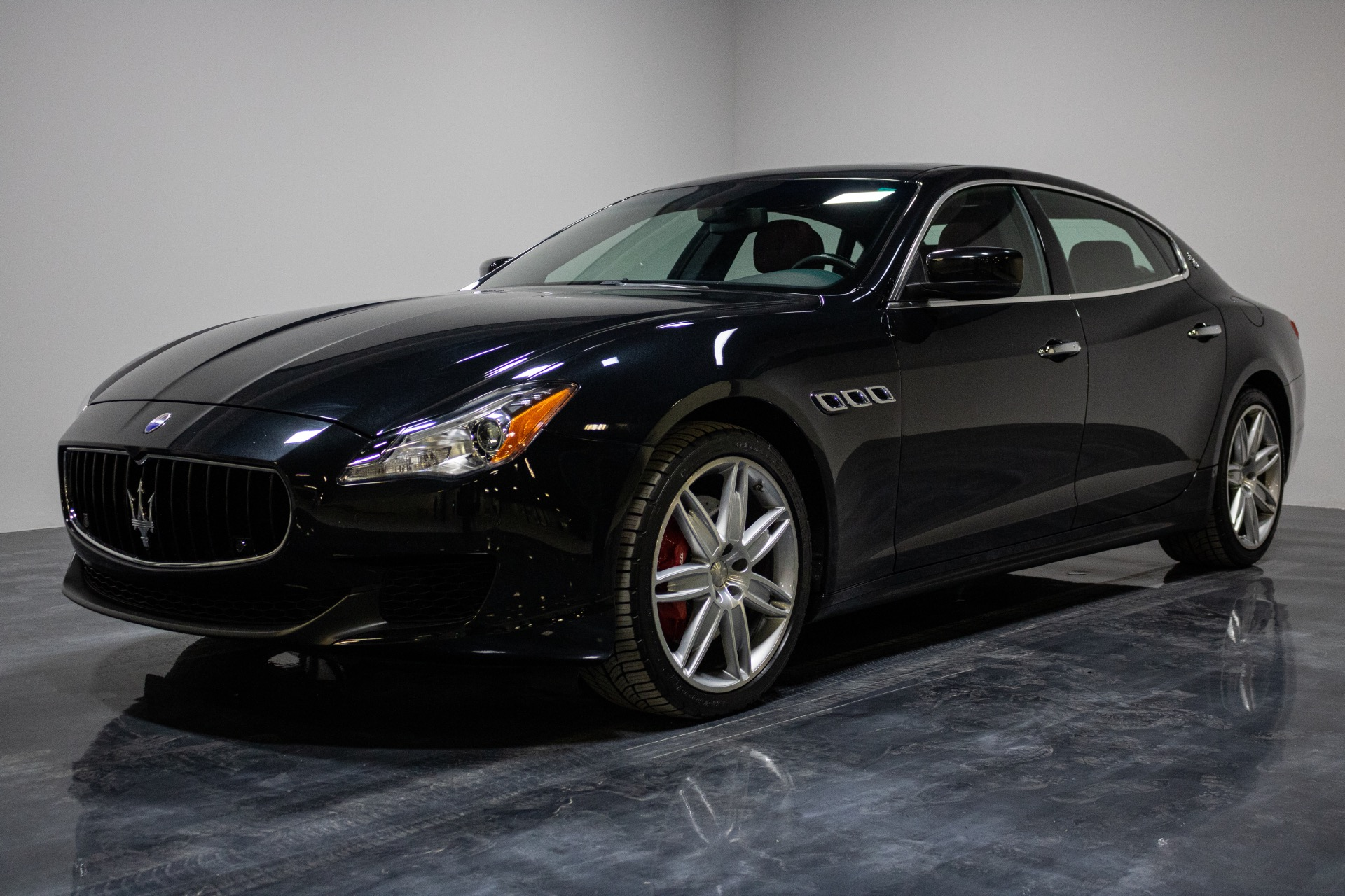 Used 2016 Maserati Quattroporte S Q4 Sedan 4D for sale Sold at Perfect Auto Collection in Akron OH 44310 1