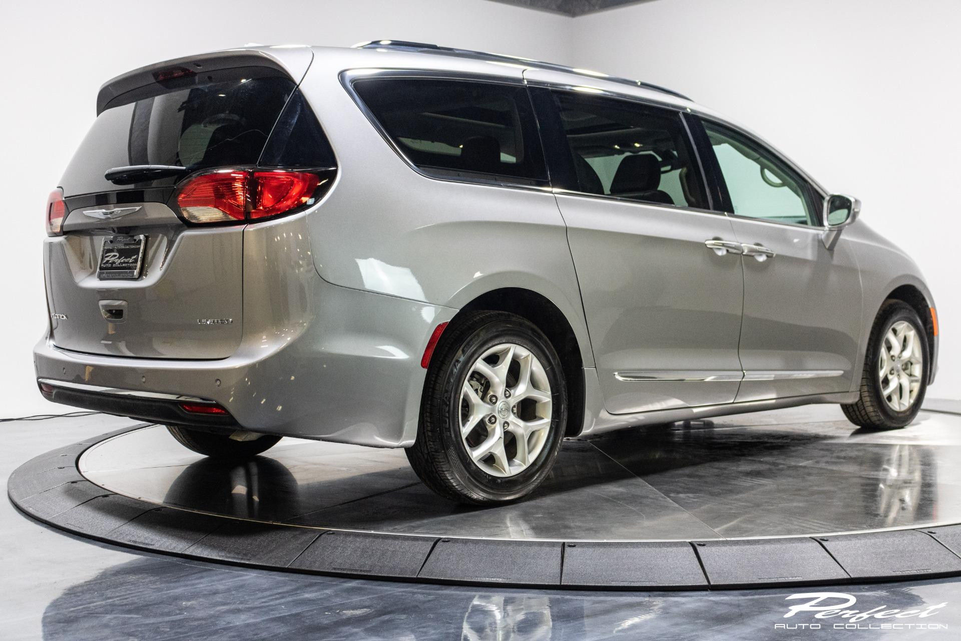 Used 2020 Chrysler Pacifica Limited Minivan 4D