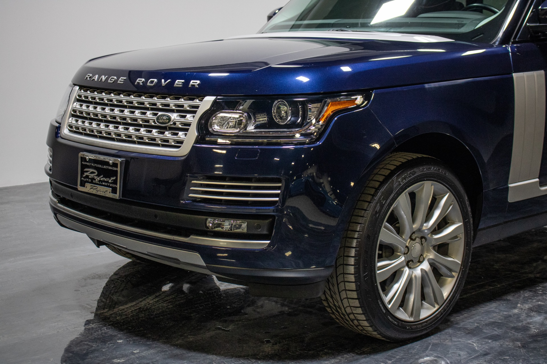 Used 2015 Land Rover Range Rover Supercharged Sport Utility 4D for sale Sold at Perfect Auto Collection in Akron OH 44310 2