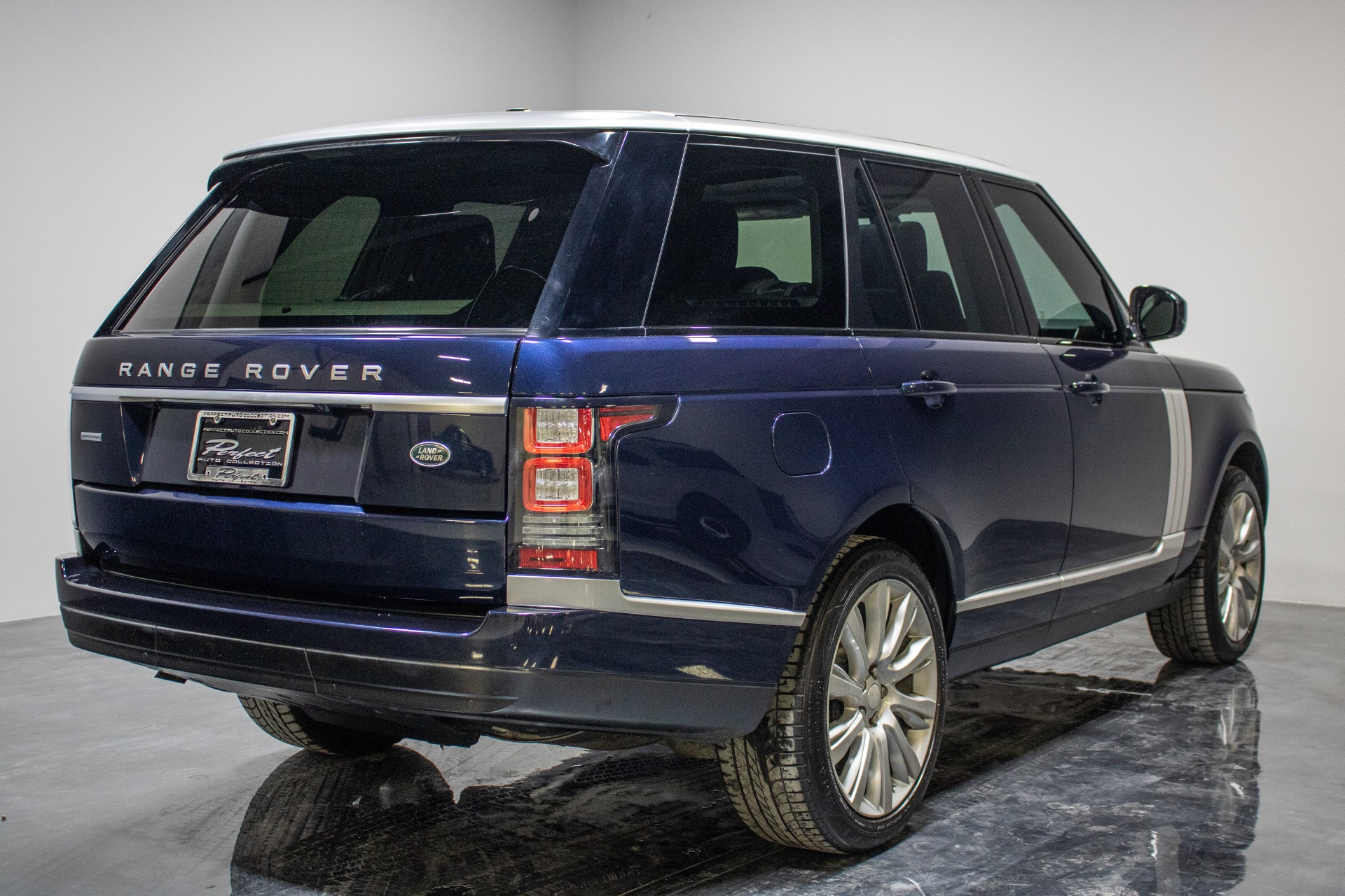 Used 2015 Land Rover Range Rover Supercharged Sport Utility 4D for sale Sold at Perfect Auto Collection in Akron OH 44310 3