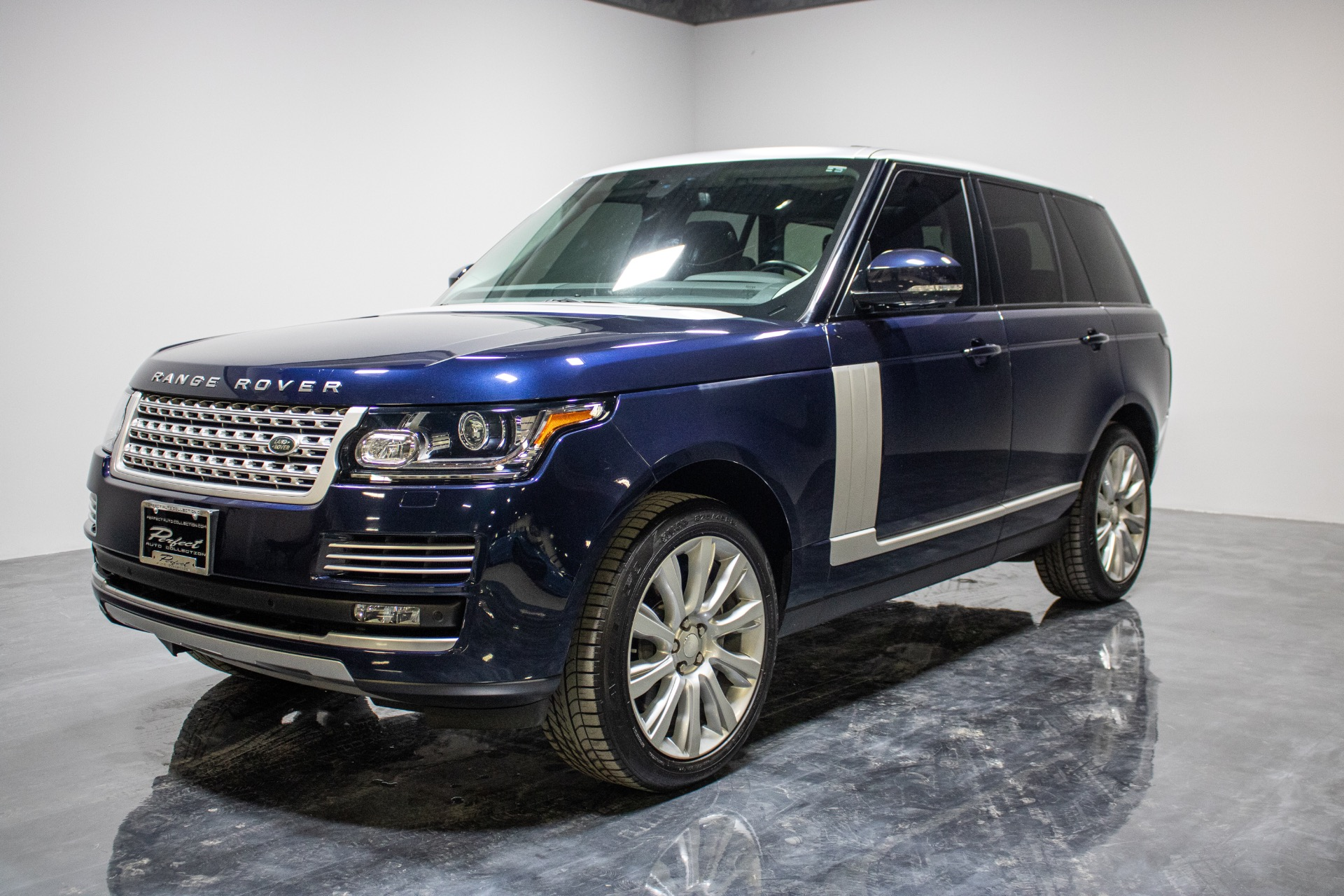 Used 2015 Land Rover Range Rover Supercharged Sport Utility 4D for sale Sold at Perfect Auto Collection in Akron OH 44310 1