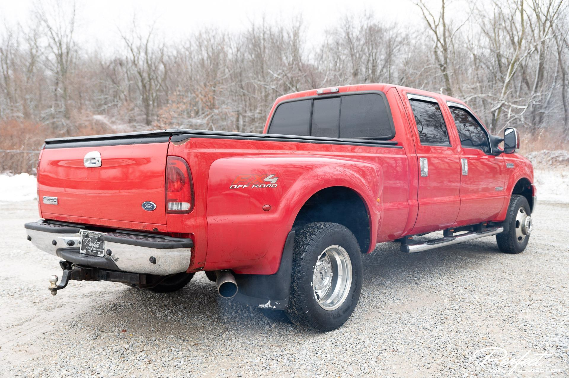 Used 2006 Ford F-350 Super Duty Lariat for sale $18,495 at Perfect Auto Collection in Akron OH 44310 4