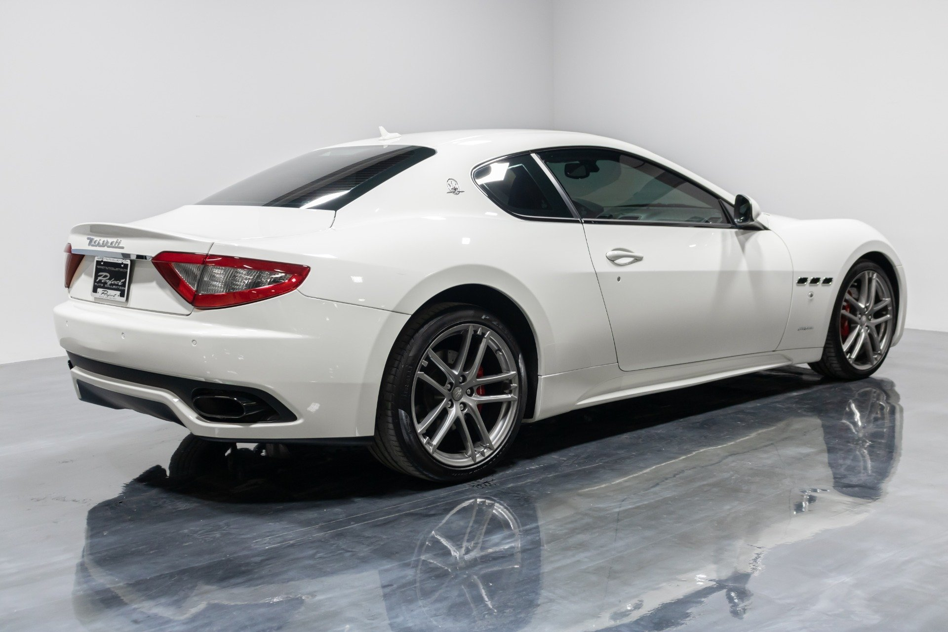 Used 2015 Maserati GranTurismo Sport for sale Sold at Perfect Auto Collection in Akron OH 44310 3