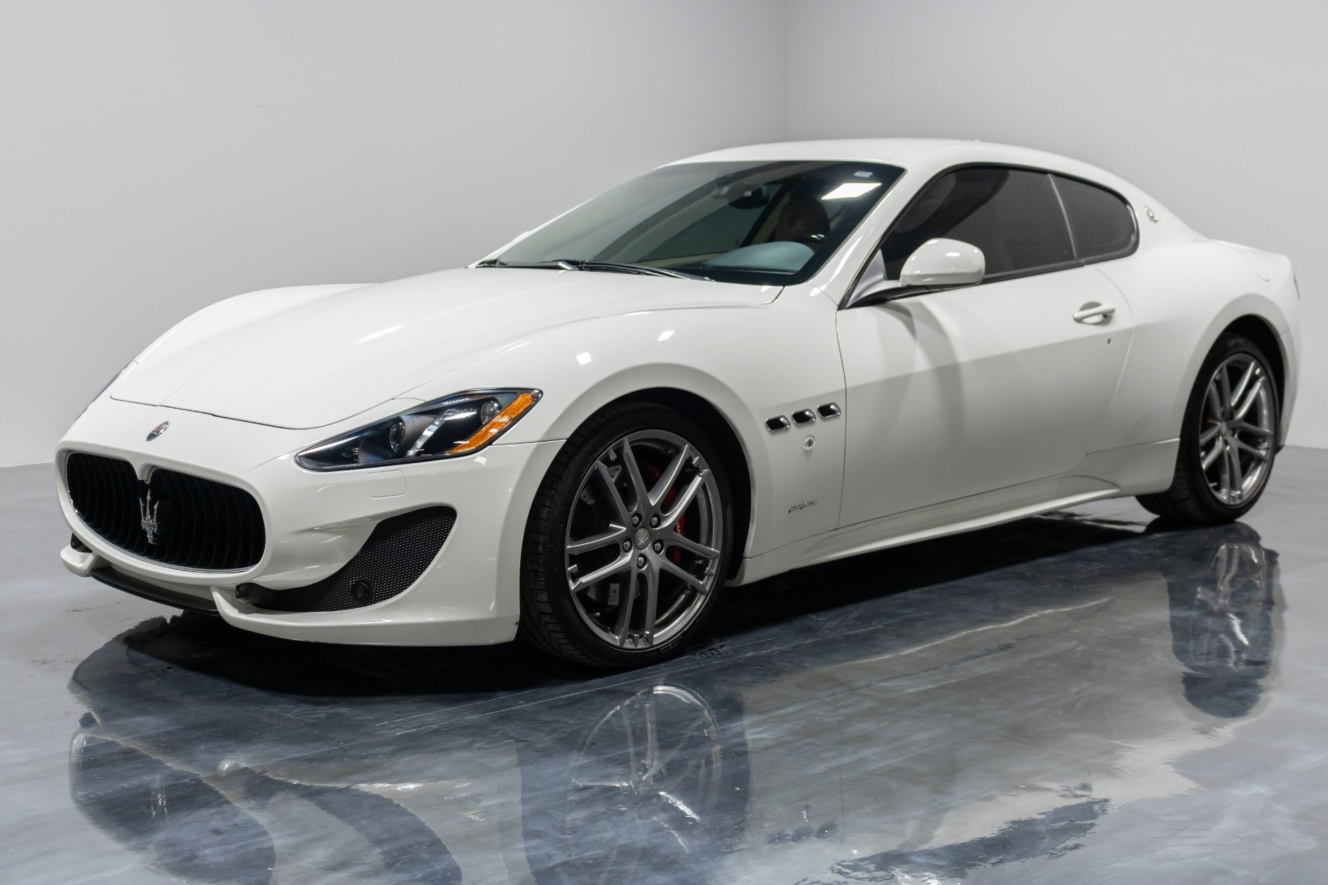 Used 2015 Maserati GranTurismo Sport for sale Sold at Perfect Auto Collection in Akron OH 44310 1